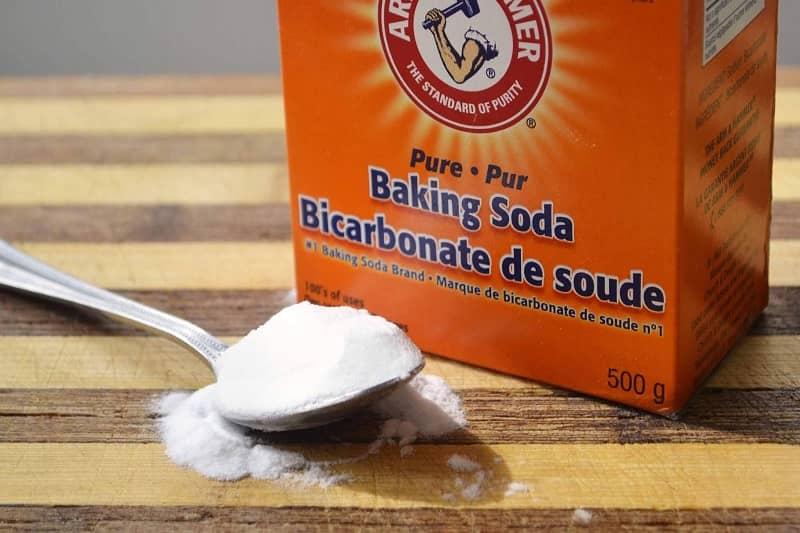 cách tẩy thâm kim quần áo bằng soda baking