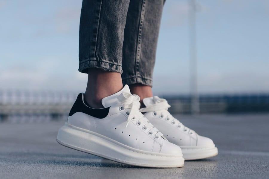 giày McQueen trắng