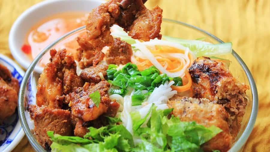 bún thịt nướng là một trong những món ăn ngon ở sài gòn