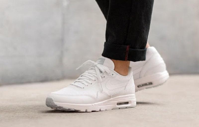 thời trang nam ngày tết không nên thiếu Giày Sneaker trắng