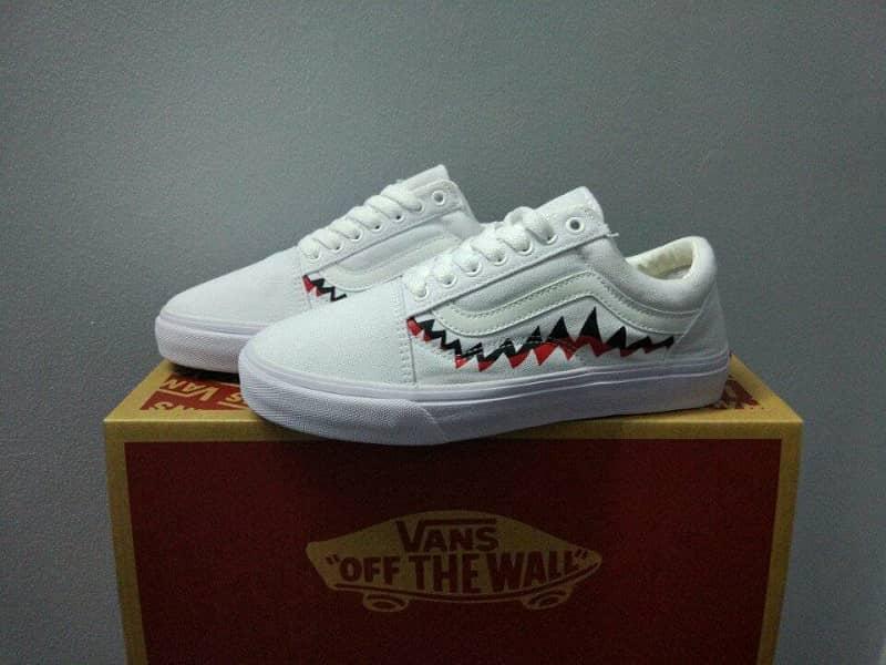giày vans cá mập trắng