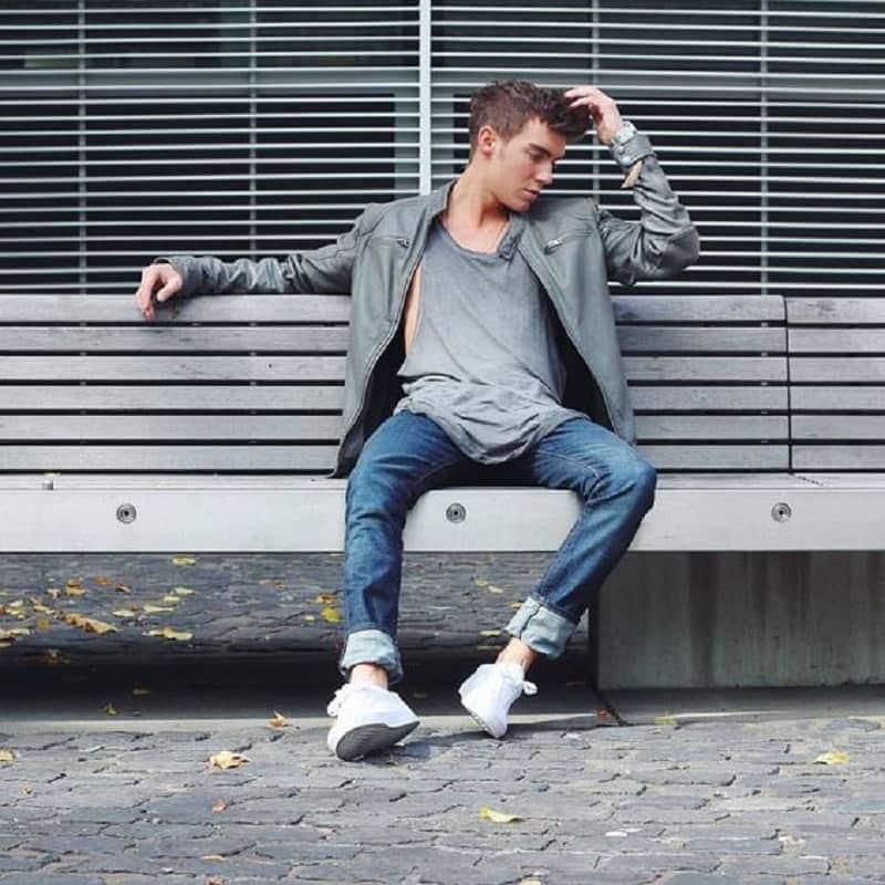 Quần Jean nam màu xanh đậm xắn gấu phối áo Tanktop và Áo khoác da cùng màu