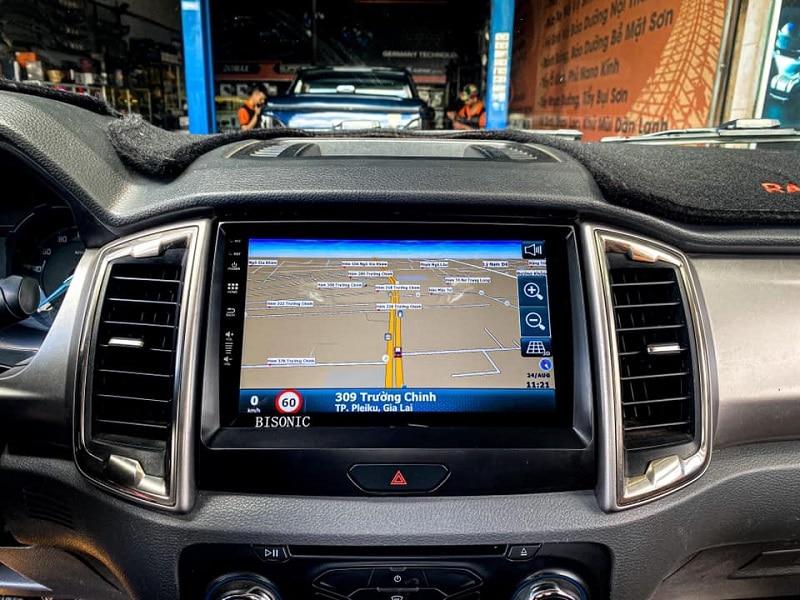 Màn hình ô tô tích hợp hệ thống chỉ dẫn đường vô cùng tiện lợi và chính xác